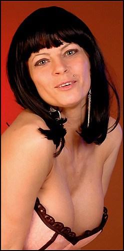 Ginger Bryant - www.apartmentwrestlers.com